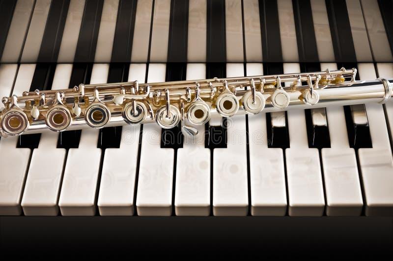 La flauta en el piano imagen de archivo libre de regalías