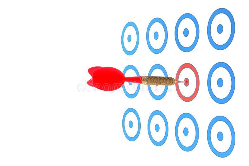 La flecha del dardo golpeó la blanco imágenes de archivo libres de regalías