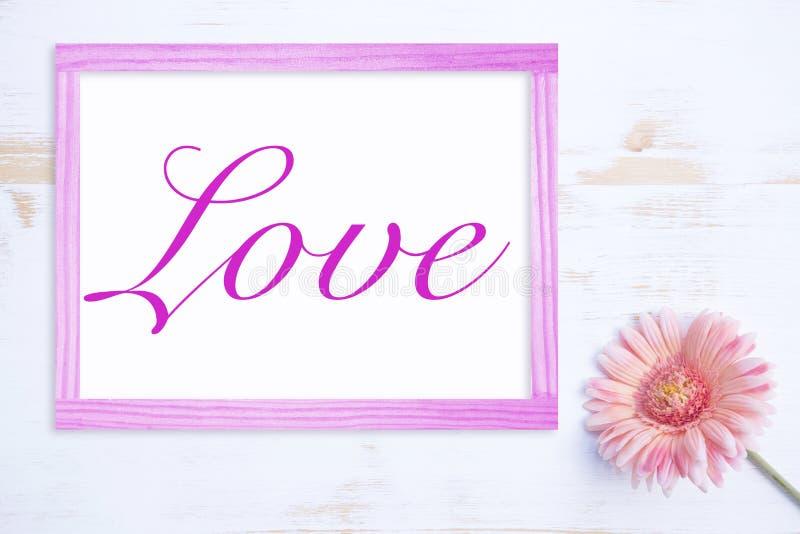 La fleur rose avec le cadre et le mot aiment images libres de droits