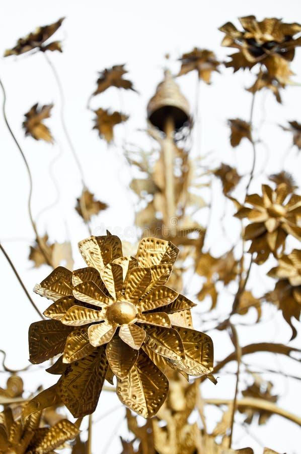 La flor de oro del metal fotografía de archivo libre de regalías