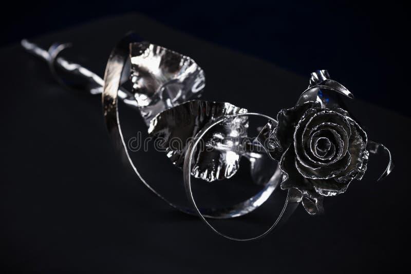 La flor de una rosa del color plateado fotografía de archivo libre de regalías