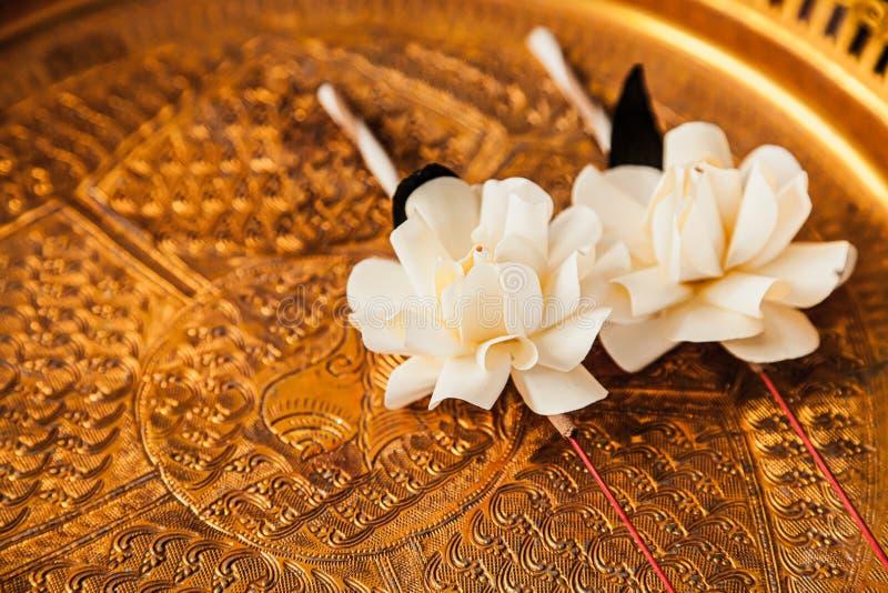 La flor fúnebre del sándalo en budista tailandés conmemora fotografía de archivo