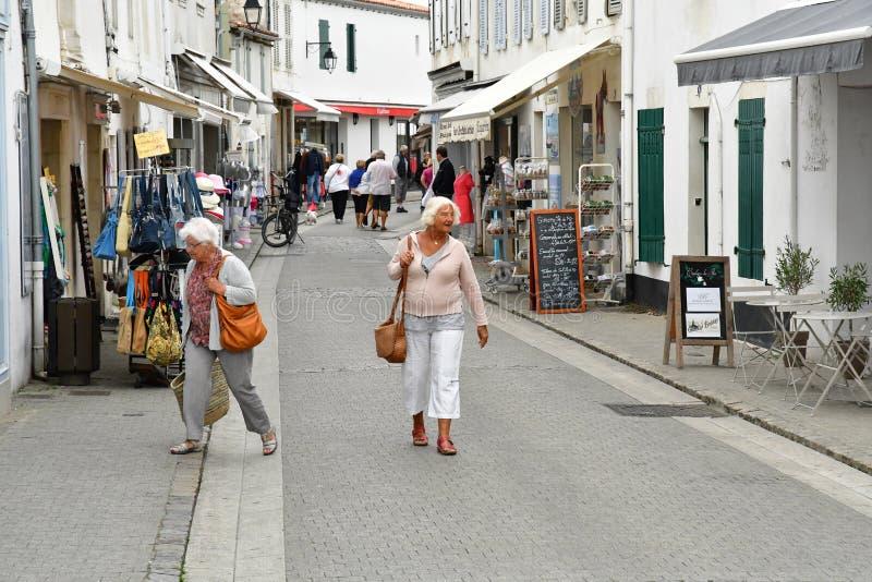 La Flotte, Frankrike - september 27 2016: pittoresk by in royaltyfri bild