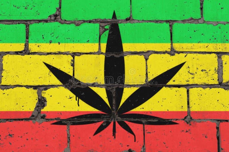 La foglia della cannabis rappresentata sul mattone ha colorato la parete nello stile del rasta Spruzzo di arte della via dei graf illustrazione di stock