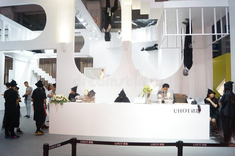 Download La Foire Commerciale De Quinzième De La Chine (Shenzhen) De Marque Habillement International D'habillement Image stock éditorial - Image du people, décorer: 56479094