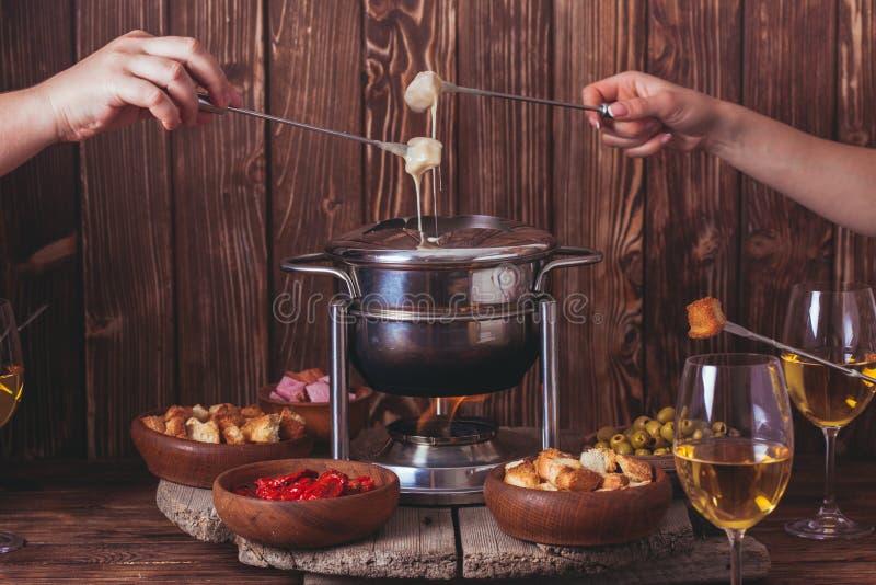 La 'fondue' de queso imagen de archivo libre de regalías