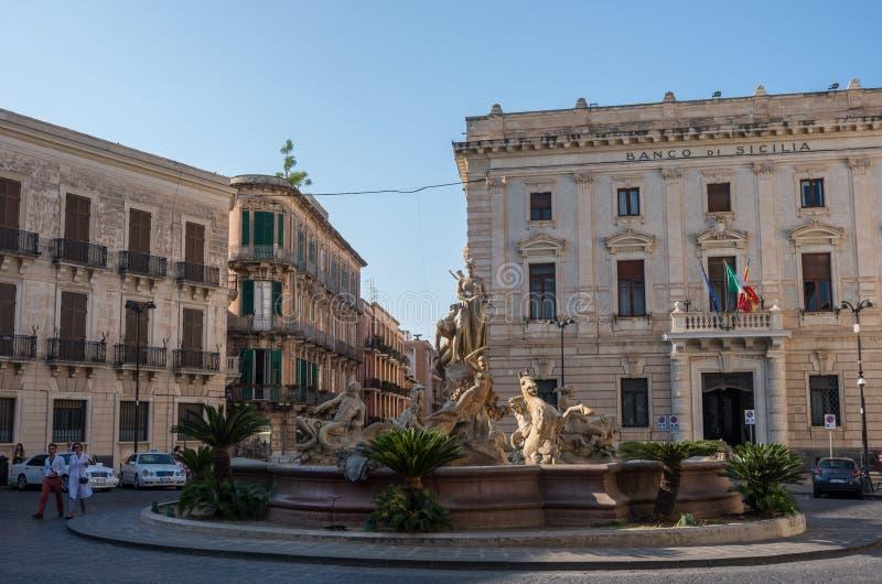 La fontaine d'Artemis Diana sur l'Archimède carré dans Syra photo libre de droits