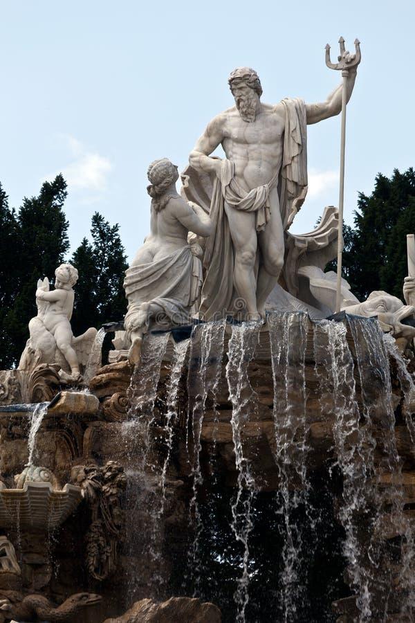 La fontaine de Neptune au palais de Schonbrunn image stock