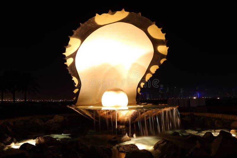 La fontaine de perle dans Doha images stock