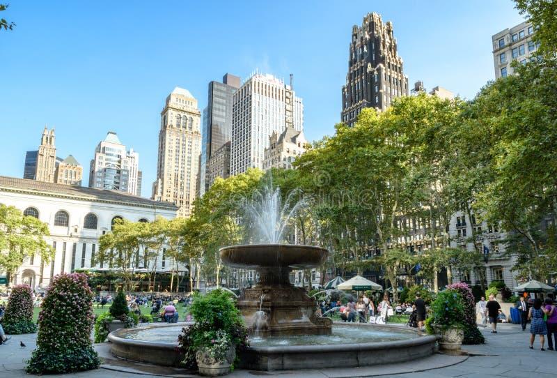 La fontaine en Bryant Park, New York, Manhattan image libre de droits
