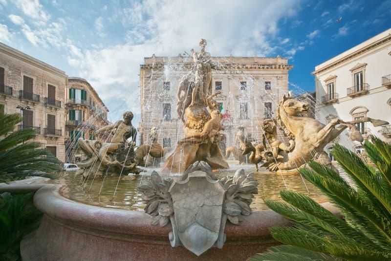 La fontana di Diana a Siracusa, Sicilia, Italia immagini stock libere da diritti