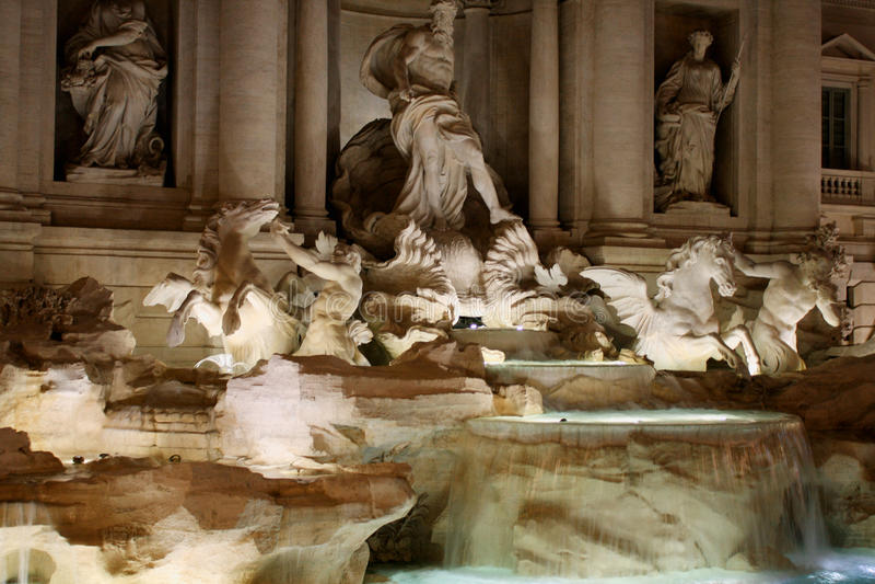 La fontana di Trevi dettaglia l'italiano: Fontana di Trevi a Roma, immagine stock libera da diritti