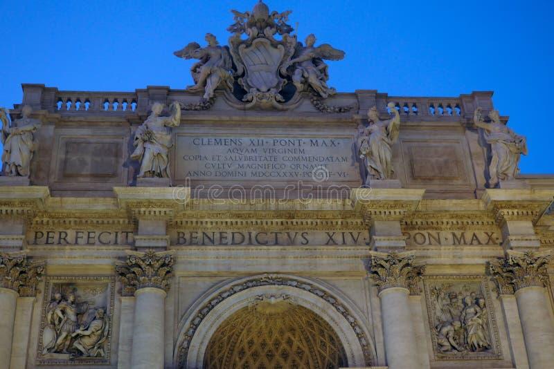 La Fontana di Trevi, en el distrito de Trevi, en Roma, Italia foto de archivo libre de regalías