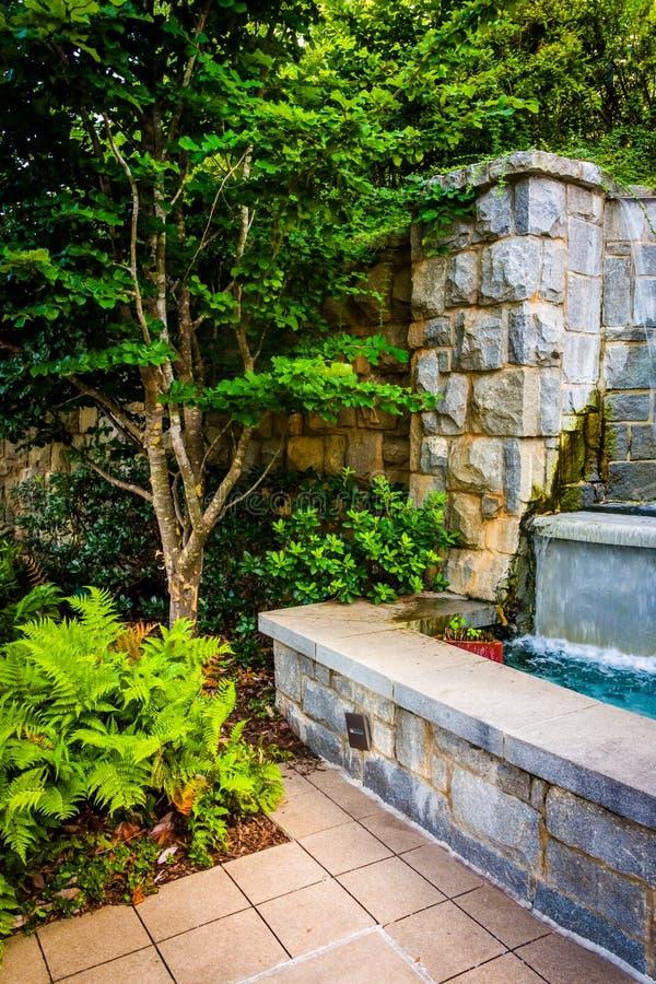 La fontana ed il giardino al Piemonte parcheggiano a Atlanta, la Georgia fotografia stock libera da diritti