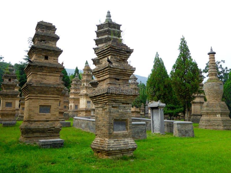 La forêt de pagoda dans Shaolin Temple photographie stock libre de droits