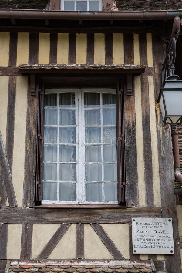 La Foret Normandie de Lyon le 3 mai 2013 : Maison encadrée de bois de construction où photographie stock