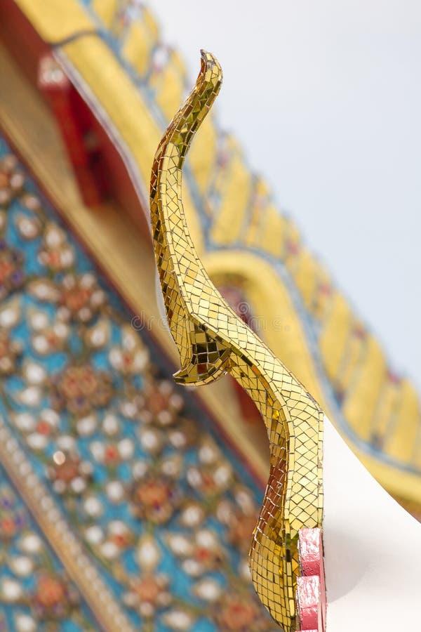 La forma de ápice del aguilón en el tejado foto de archivo