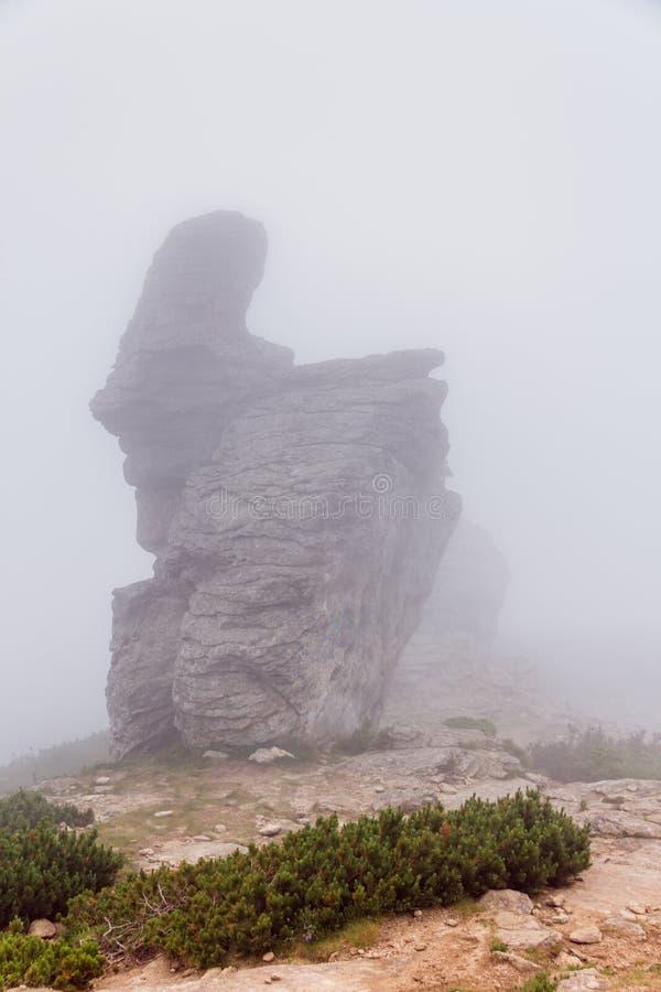 La forma extraña del pico de montaña foto de archivo libre de regalías