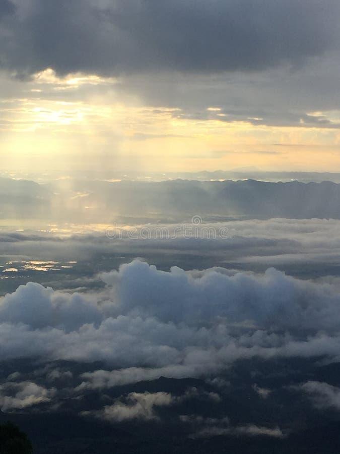 La formación de nubes imagenes de archivo