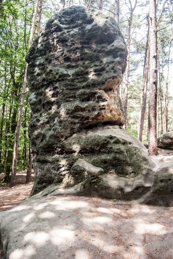 La formación de roca nombró el hlava de Obri en CHKO Kokorinsko en República Checa fotos de archivo