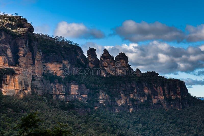 La formación de roca de tres hermanas en el parque nacional de las montañas azules, NSW, Australia fotografía de archivo libre de regalías