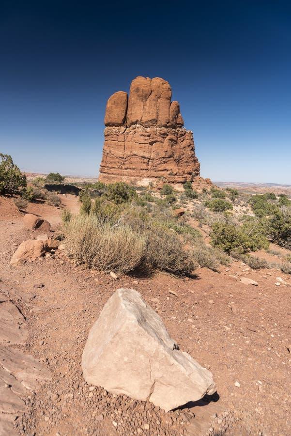 La formación de roca y el cepillo del desierto, arquea el parque nacional Moab Utah fotos de archivo libres de regalías