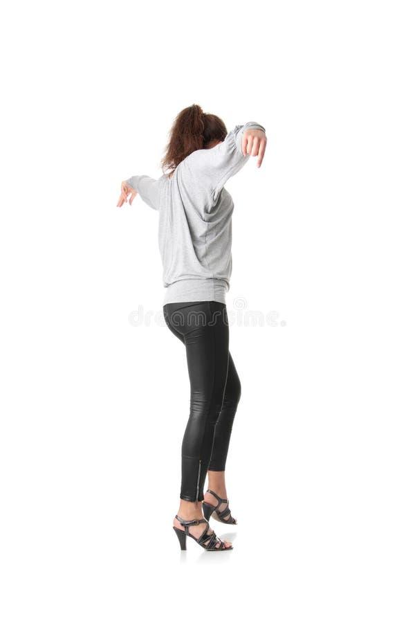 La formation de jeune femme rumba danse images stock