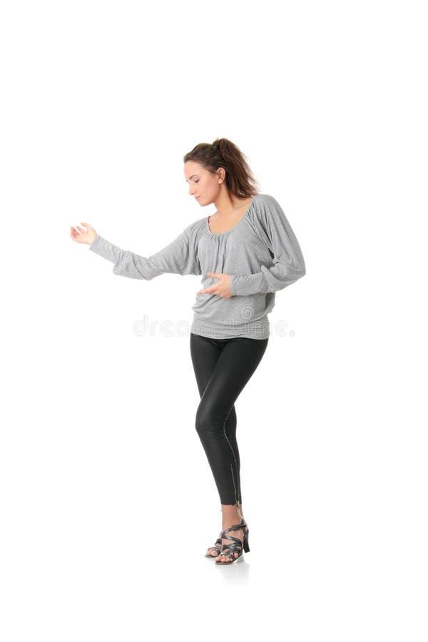 La formation de jeune femme rumba danse image stock