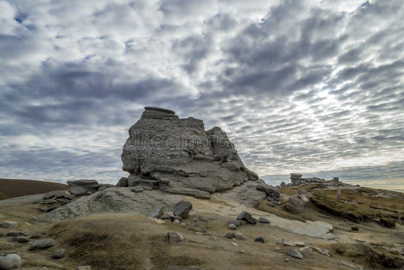 La formation de roche naturelle de sphinx Roumanie image stock