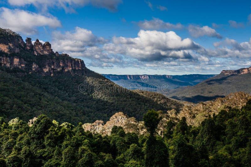 La formation de roche de trois soeurs en parc national de montagnes bleues, NSW, Australie images stock