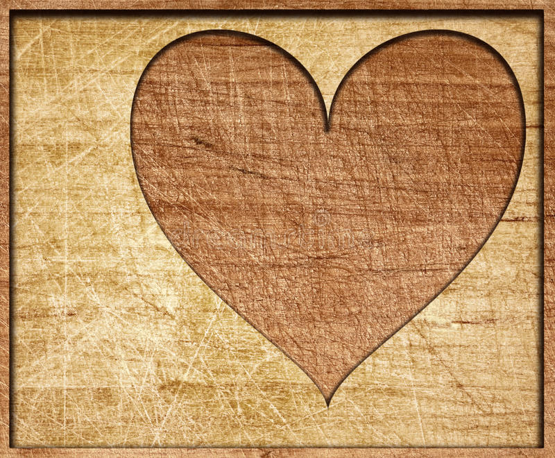 La forme de coeur a coupé sur le conseil en bois avec le cadre photographie stock