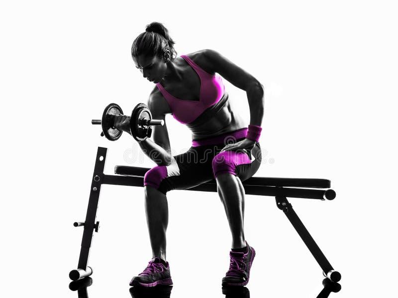 La forme physique de femme exerce la silhouette de poids photo stock