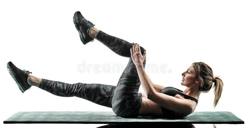 La forme physique de pilates de femme exerce la silhouette d'isolement image libre de droits