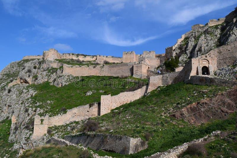 La fortaleza de Acrocorinth, la acrópolis de Corinto antiguo imagen de archivo libre de regalías