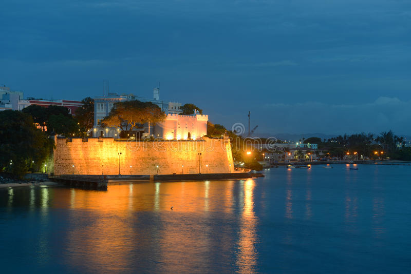 La Fortaleza na noite, San Juan, Porto Rico imagens de stock royalty free