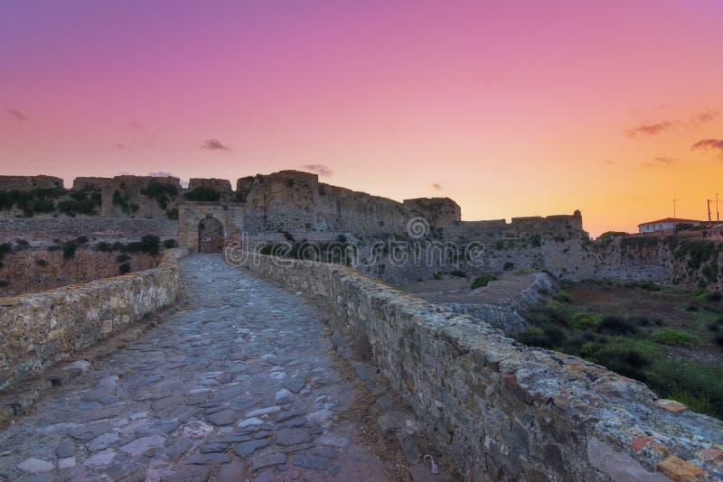 La fortaleza veneciana de Methoni en la puesta del sol en Peloponeso, Messenia fotos de archivo libres de regalías