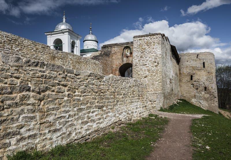 La forteresse d'Izborsk photographie stock libre de droits