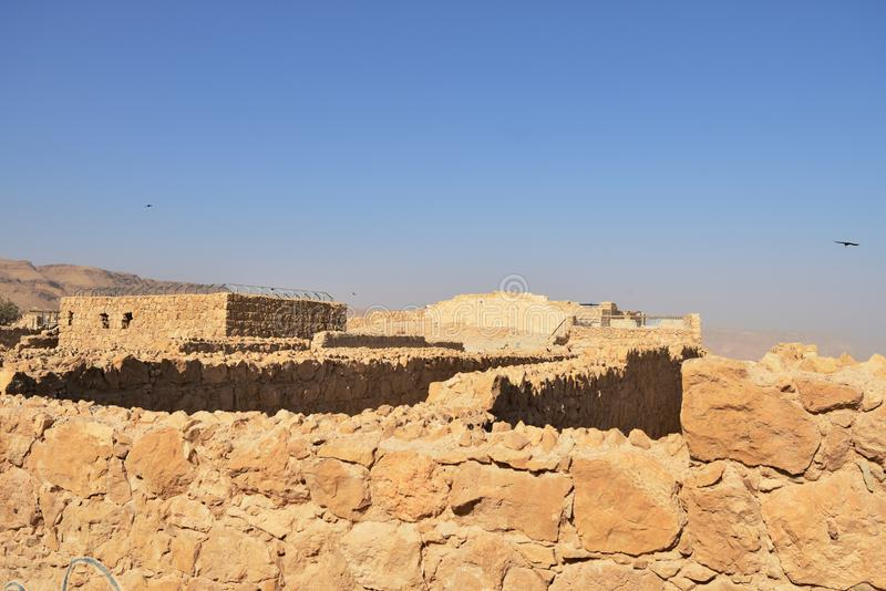 La forteresse de Masada, fortification antique en Israël a situé sur le plateau de roche photographie stock