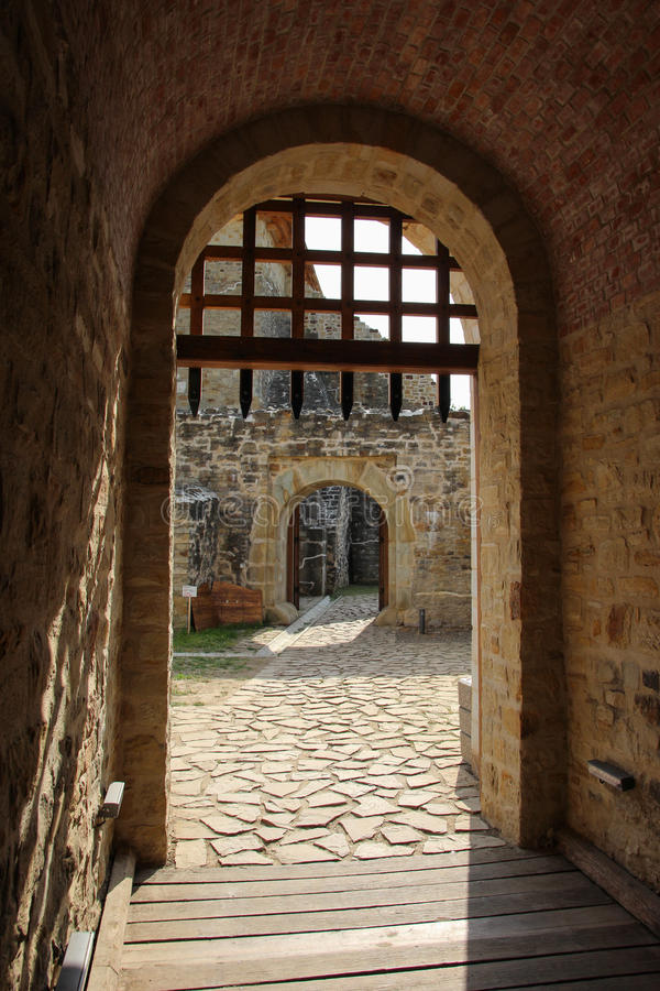La forteresse de Seat de Suceava - la porte d'entrée principale images stock