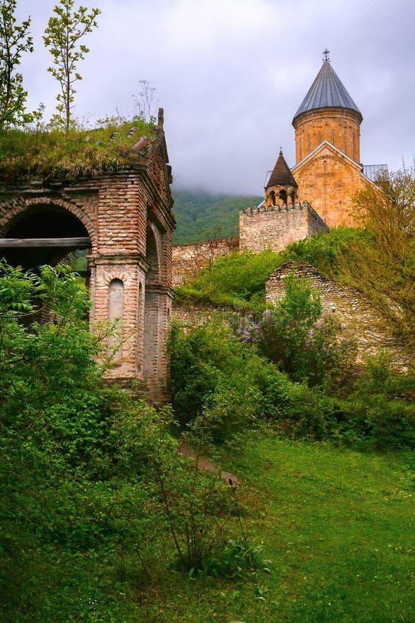 La fortezza medievale, la chiesa fotografia stock libera da diritti