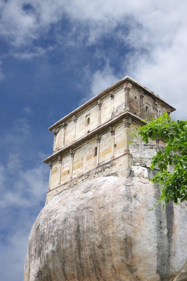 Blocchi orientali della fortificazione antica di Madan Mahal, Jubbulpore, India immagine stock