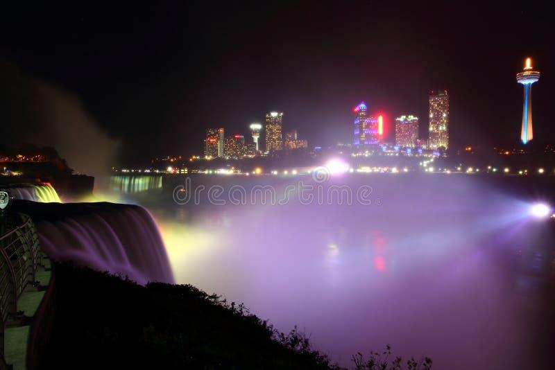 La foschia d'ardore notturna di Niagara immagini stock