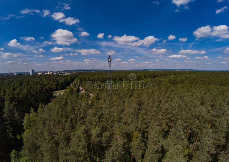 La foto aérea del paisaje del bosque llamó Tennenloher Forst cerca del pueblo Tennenlohe foto de archivo