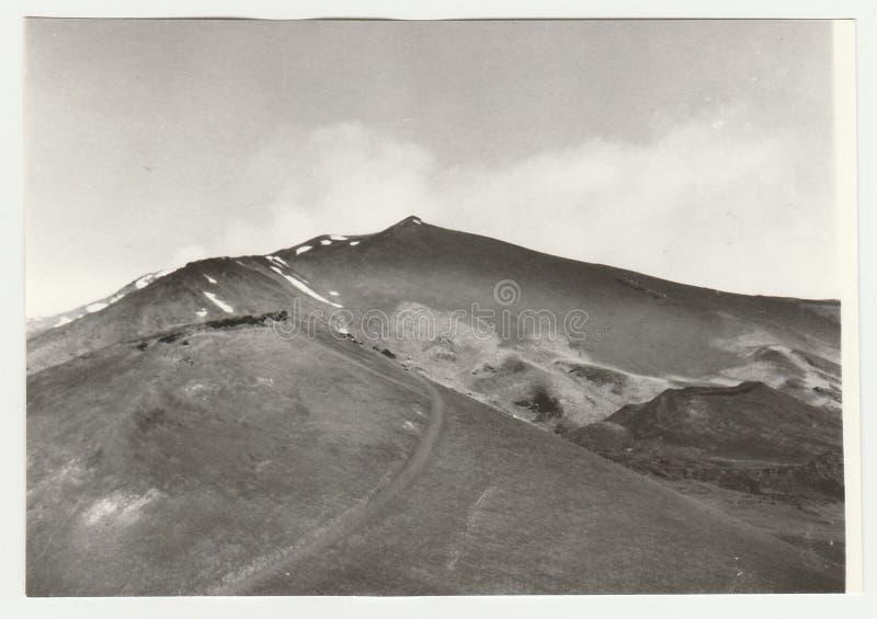 La foto d'annata mostra l'Etna in Italia fotografie stock