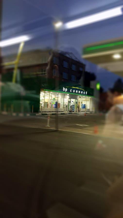 La foto de un punto de ebullición conecta la estación de una ventana del autobús foto de archivo