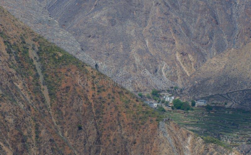 La foto del paisaje de la montaña y del río Jinsha grandes fotografía de archivo