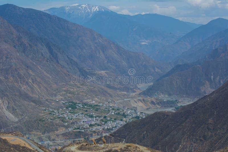 La foto del paisaje de la montaña y del río Jinsha grandes imagen de archivo libre de regalías