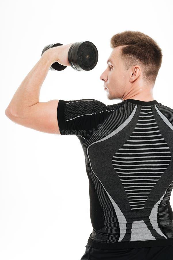 La foto trasera de la visión del deportista fuerte hace ejercicios de los deportes fotos de archivo libres de regalías