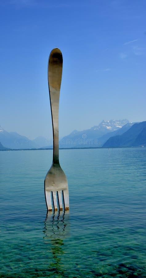 La fourchette de l'Alimentarium dans Vevey au soleil photographie stock libre de droits