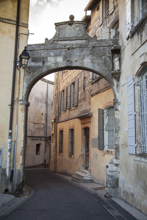 La Francia, Arles, vecchia città, la vecchia porta della città immagini stock